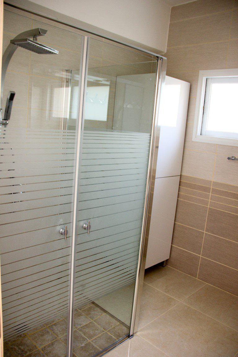 שיפוץ חדרי מקלחת והתקנת מקלחון מעוצב